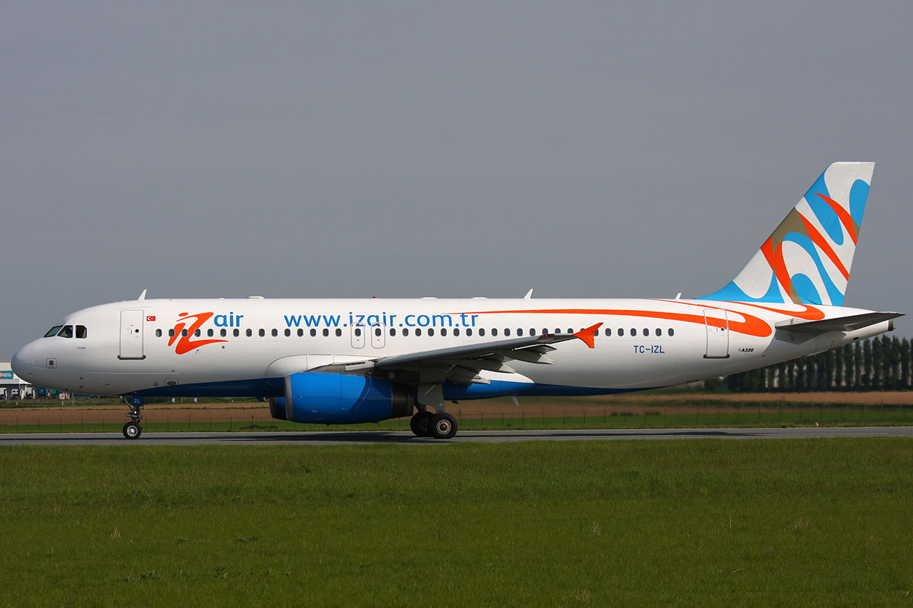 090510_TC_Izair_TC-IZL_A320-233_IMG_7644.JPG