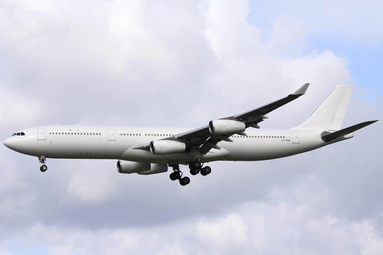 100925_OY-KBM_A343_Air_Algerie.jpg