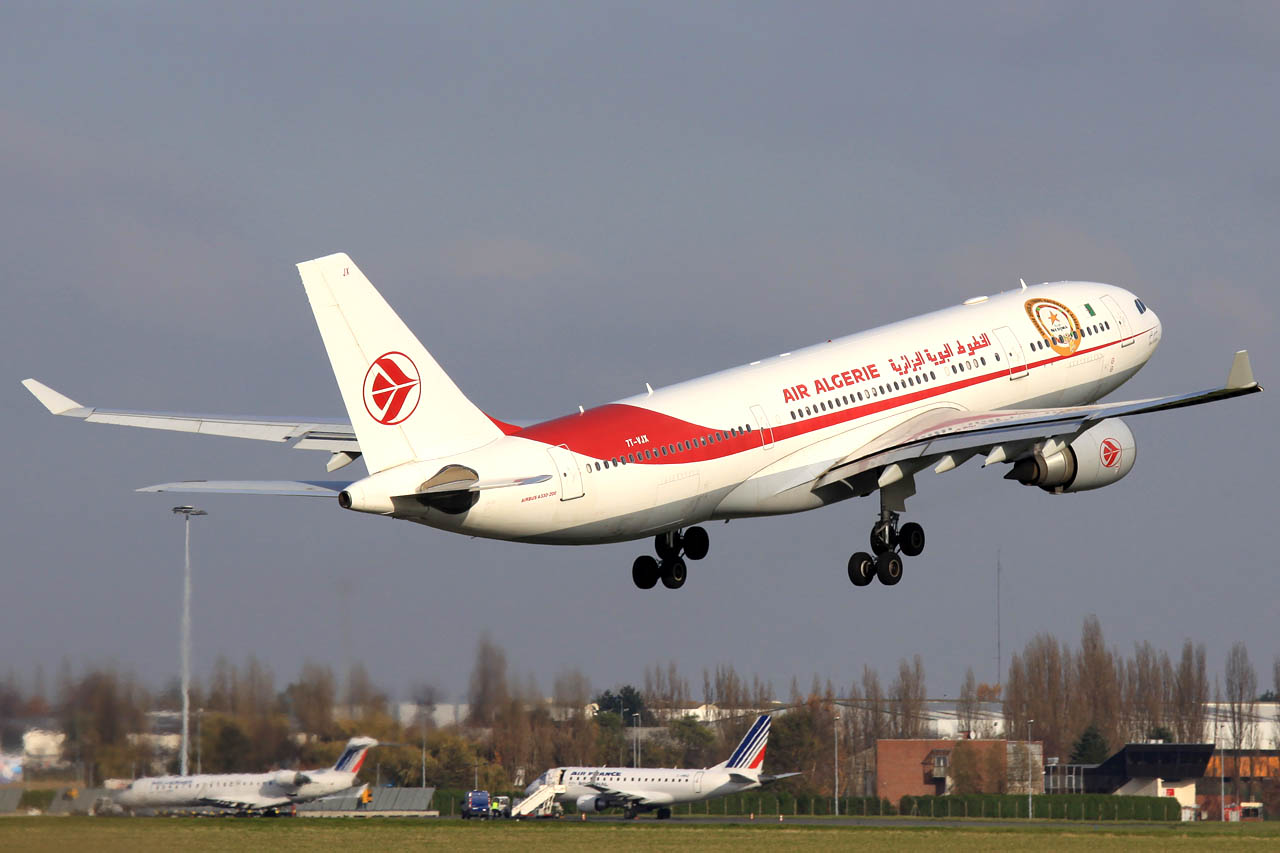 101120_7T-VJX_A330-200_Air_Algerie_and_friends.jpg